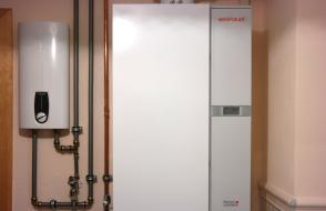 Gasbrennwerttherme und Durchlauferhitzer in Zeichen