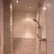 Beheizte Duschbank bei einem Badneubau in Wehlen